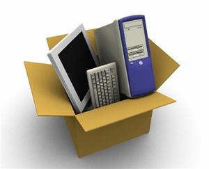 Immagine di un computer in uno scatolone