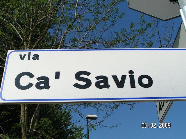 """Foto di un cartello stradale """"Via Ca' Savio"""""""