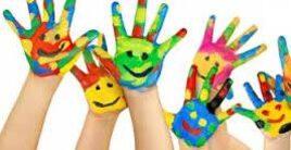 mani dipinte di colori